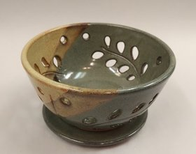Expressions In Pottery @ Imagine That! Artisans' Designs Mar 8 2019 - Aug 22nd @ Imagine That! Artisans' Designs