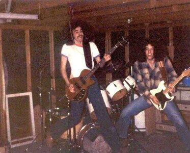 Photo- Flat Out - In The Garage (Steve Bob) - Clrbal  -   FlatOut