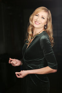 Photo -   Angela Verbrugge  - Photo Credit:  https://www.karolinaturek.com