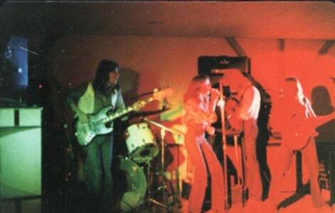Photo- Bluewindliveolys1  -   Olys Cabaret