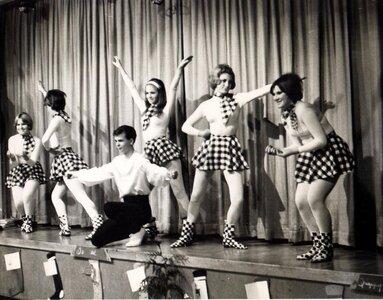 Photo- Club 6 dancers at Xmas. Left to right, Jacquie Cox, Audrey Wilson, Jack Bell, Debbie MacIntyer, Mickie Framton and Maureen (Sam) King. Credit Bob Aylward  -   Club 6