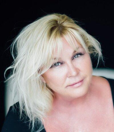 Profile Image: Elaine Lakeman