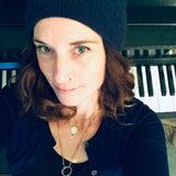Profile Image: Erin Cunes